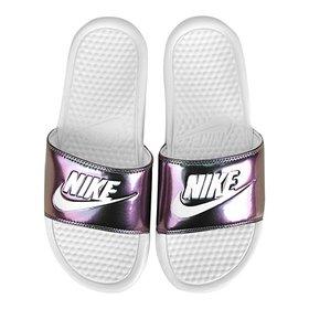 a7e0d462275 Chinelo Nike Benassi JDI Slide Feminina - Rosa e Cinza - Compre ...