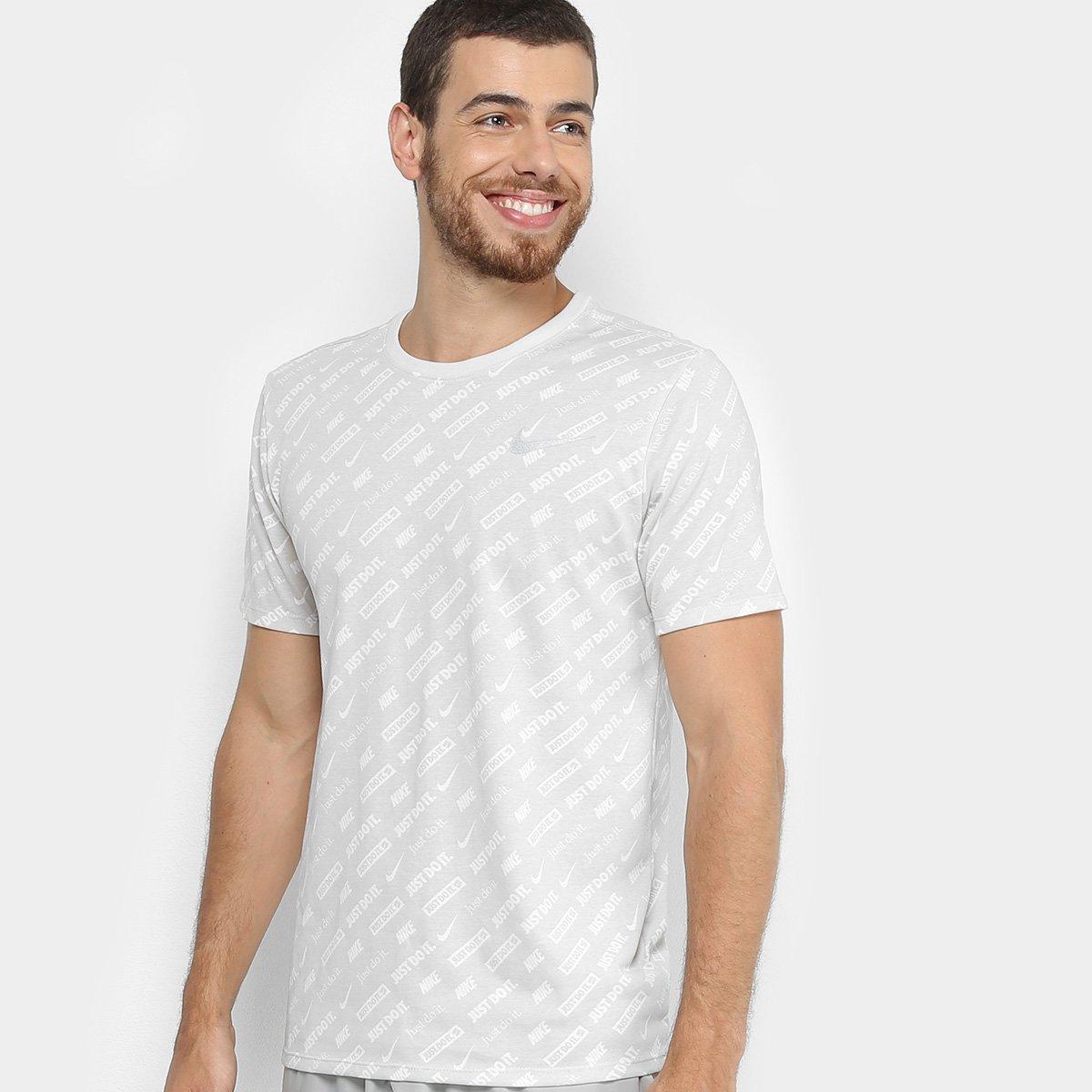 f8b45a6f2c7c9 Camiseta Nike Dri-Fit Masculina - Cinza e Branco - Compre Agora ...