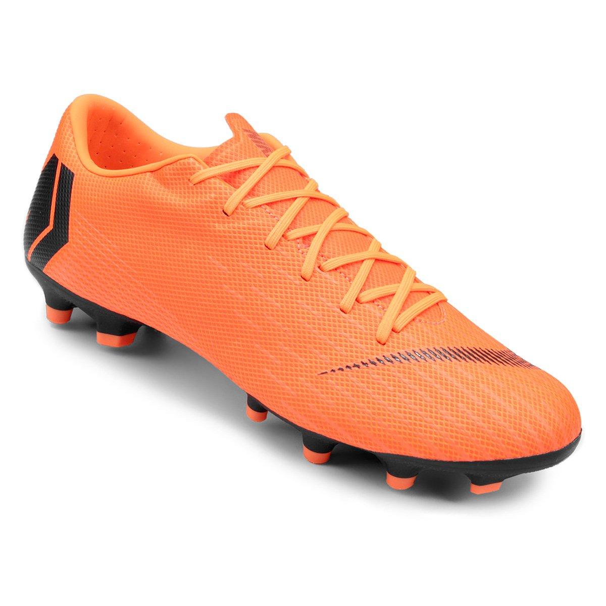 5e29f8df08 Chuteira Campo Nike Mercurial Vapor 12 Academy - Laranja e Preto ...