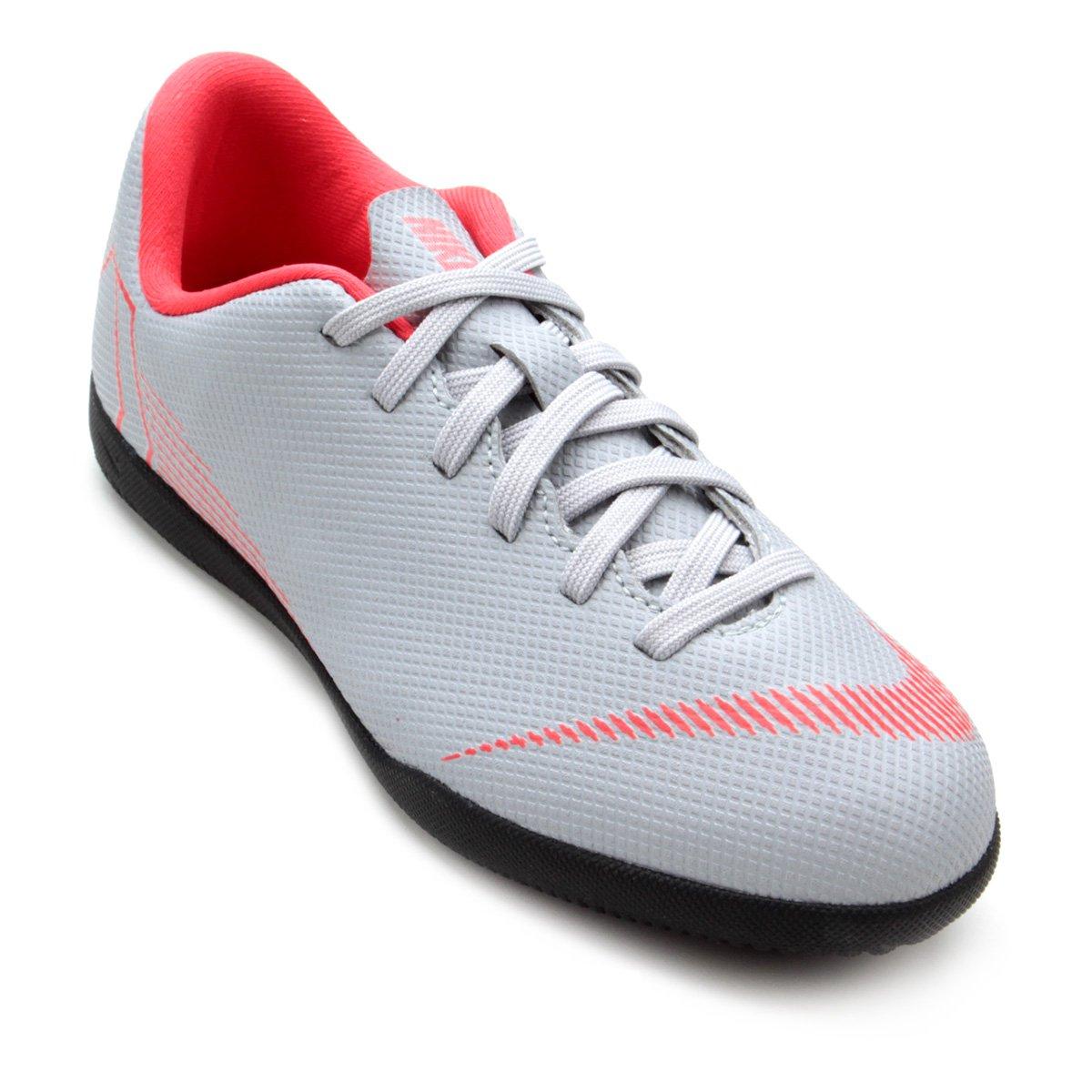 3c25a79d34191 Chuteira Futsal Infantil Nike Mercurial Vapor 12 Club - Cinza - Compre  Agora