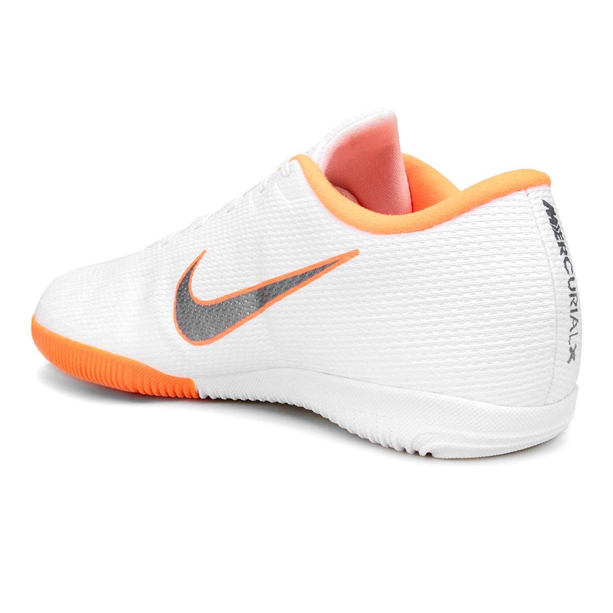 Chuteira Futsal Nike Mercurial Vapor 12 Academy - Branco e Cinza ... e61a17e278f09