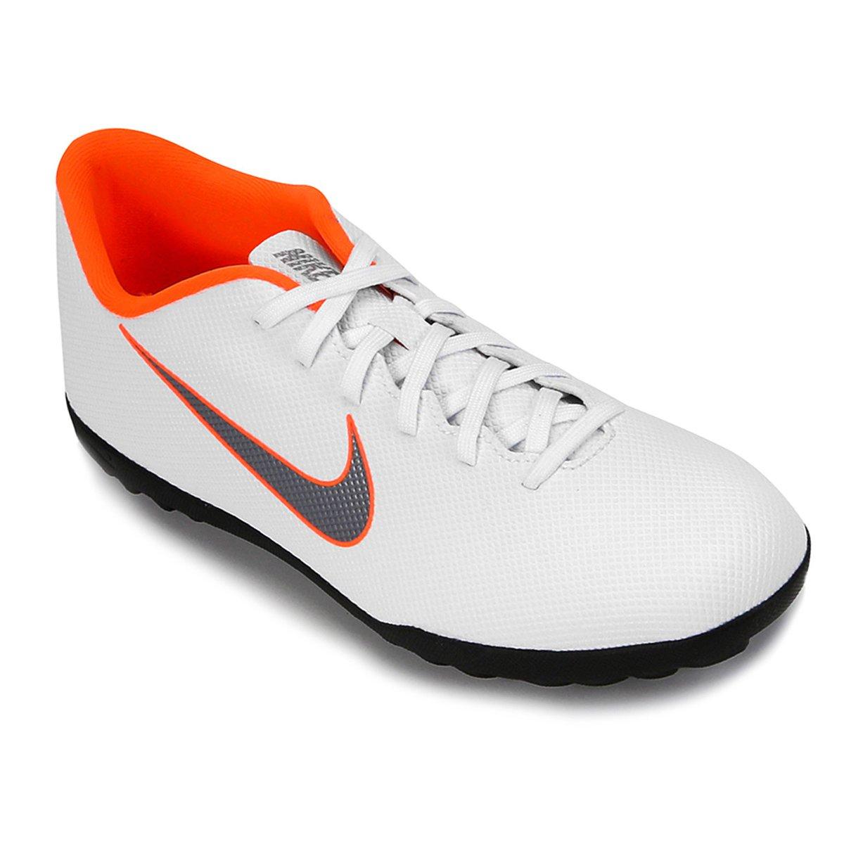 51a266bbe8feb Chuteira Nike Society Mercurial Vapor 12 Club - Branco e Cinza - Compre  Agora