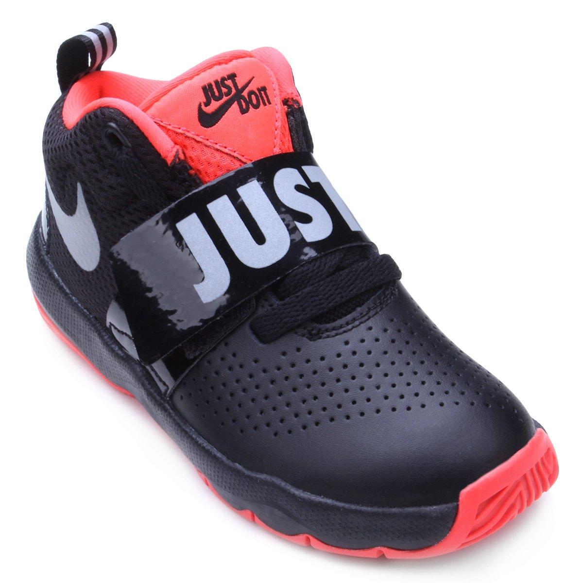 76fa65d1d0ff0 Tênis Infantil Nike Team Hustle Masculino - Preto e Prata - Compre Agora