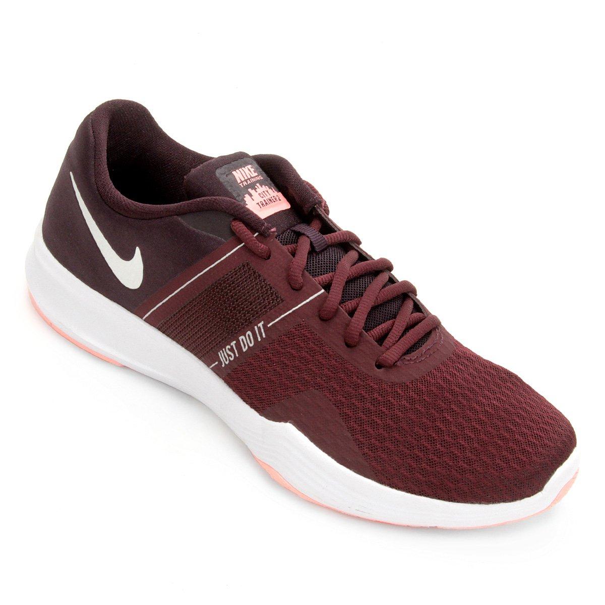 c2341f59f8 Tênis Nike City Trainer 2 Feminino - Vinho e Prata - Compre Agora ...